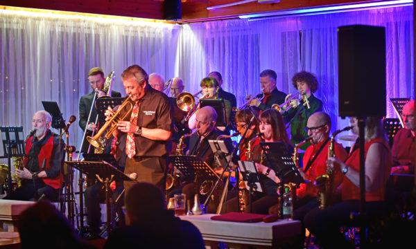 SUCB Chapel Gate - Band